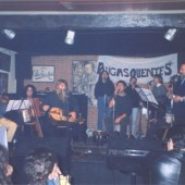 A Quenlla tocando no escenario