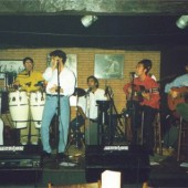 Caché Juncal tocando no escenario