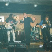 Los Doré tocando e cantando no escenario