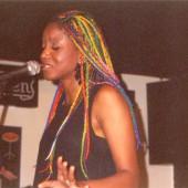 Lucrecia cantando
