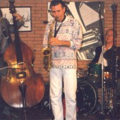 Perico Sanbeat tocando no escenario