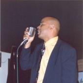 Randy Greer cantando