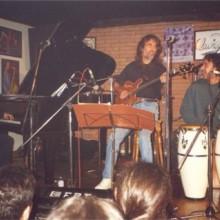 Carles Benavent e o seu grupo tocando no escenario