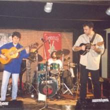 Elementales tocando no escenario