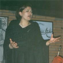 María do Ceo cantando