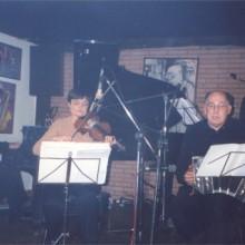 Tangata tocando en el escenario