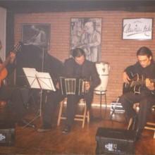 Trío Argentino de Tango tocando en el escenario