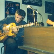 Ximo Tebar tocando a guitarra